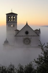 Assisi nebbia