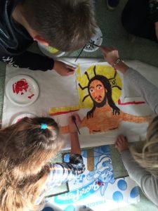 Bimbi colorano croce san Damiano
