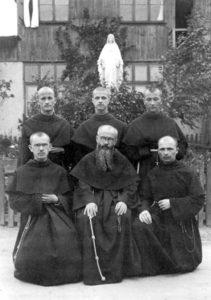 Kolbe con i fondatori milizia