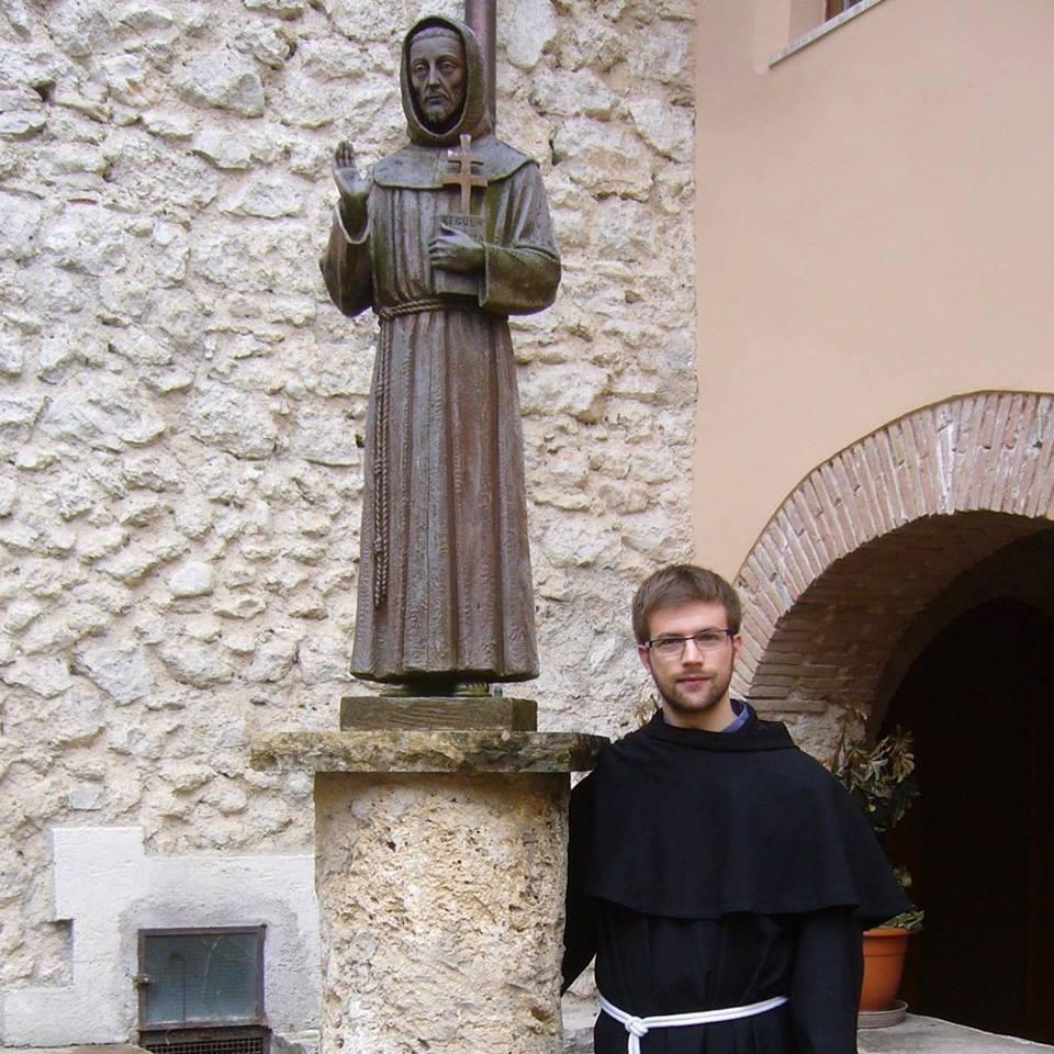 fra Francesco con san francesco statua