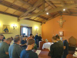 postulanti in preghiera
