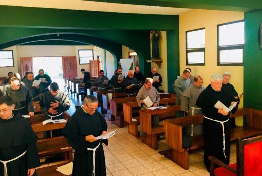frati in preghiera sudamerica