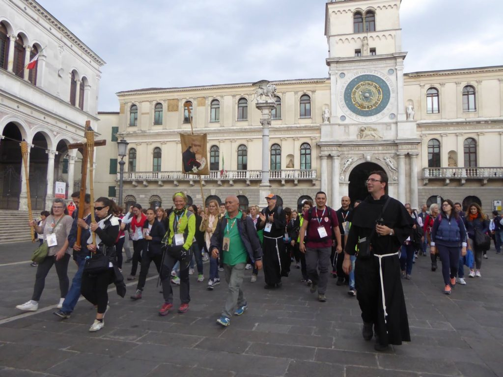 pellegrini verso la Basilica